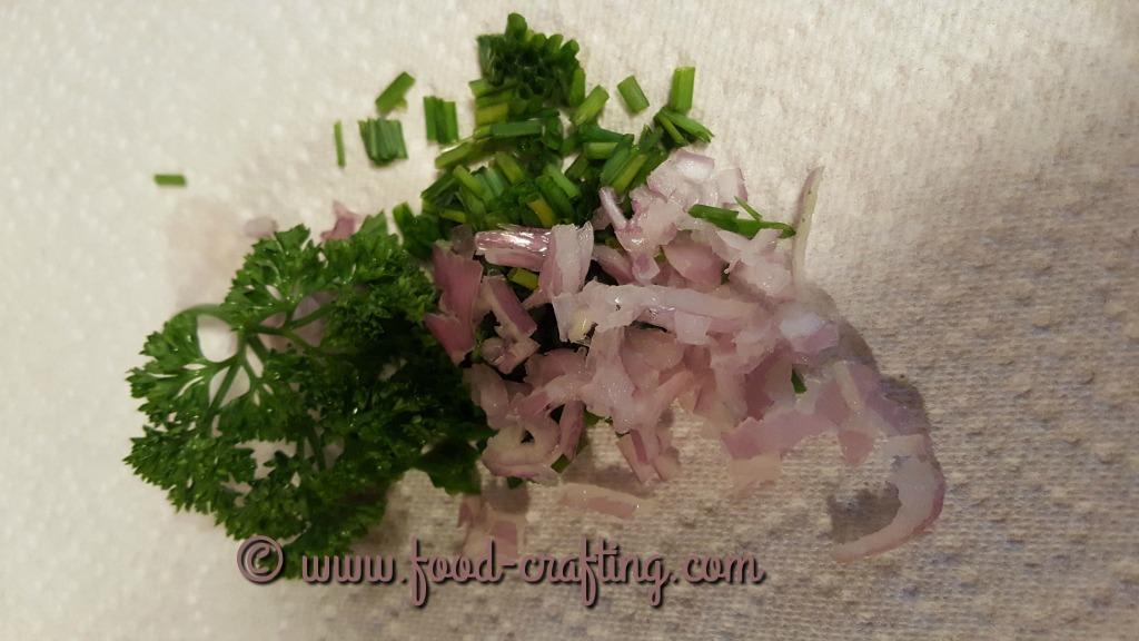 simple-vinaigrette-salad-dressing-herbs
