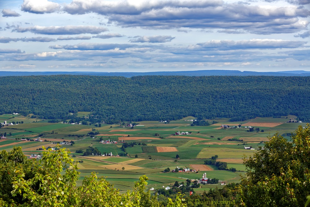 Pennsylvania Dutch country - Farmland in the Kishacoquillas Valley of Mifflin County, Pennsylvania.