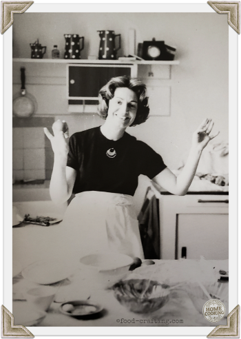 half apron with pockets -Vintage Maman making lunch.